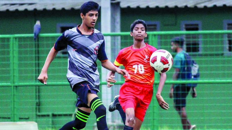 (left) Nashik United player and a Lemonbreak player charge for the ball during their Group-C league match of the 2nd WIFA Youth Boys (U-14) Championship 2018-19