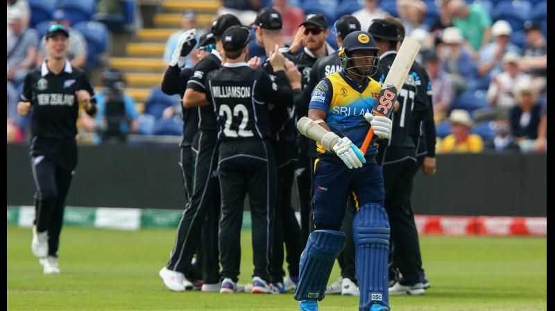New Zealand players celebrate after the dismissal of Sri Lanka's Jeevan Mendis (R) during the 2019 Cricket World Cup group stage match between New Zealand and Sri Lanka at Sophia Gardens stadium in Cardiff, south Wales, on June 1, 2019. (Photo by GEOFF CADDICK / AFP)