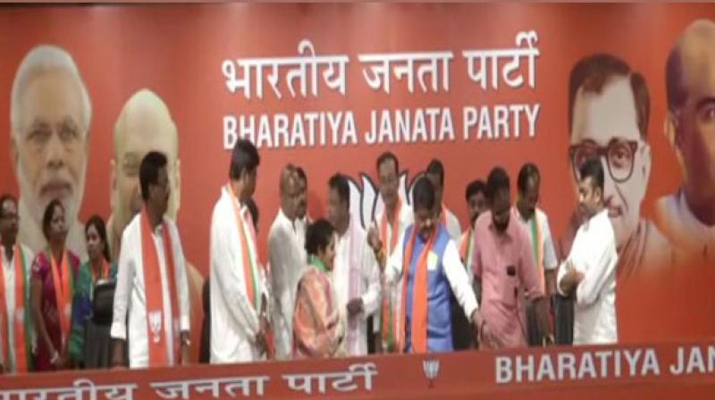 Trinamool Congress MLA Sunil Singh along with 12 TMC councillors on Monday joined BJP in presence of Kailash Vijayvargiya and Mukul Roy on Monday. (Photo: ANI)