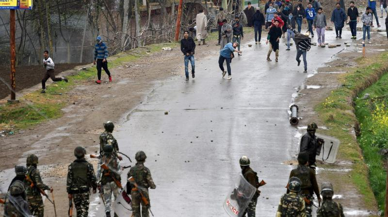 A group of youth pelting stones on security forces during an anti-militant operation at village Durbugh in Chadoora area of central Kashmir's Budgam district. (Photo: File)