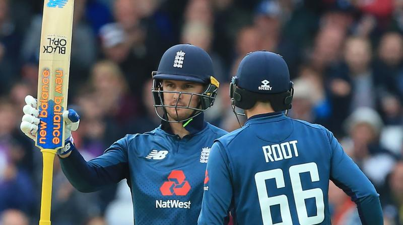 Pakistan kept on losing wickets at regular intervals as Tom Curran starred for England, taking key wickets at crucial junctures. (Photo: AFP)