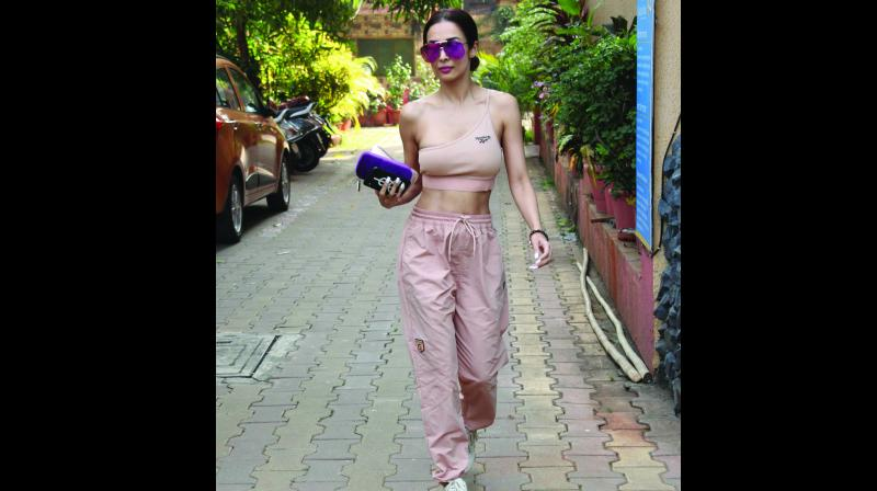 Recently, Bollywood celebrity Malaika Arora was photographed on her way to the gym wearing an off-shoulder outfit.