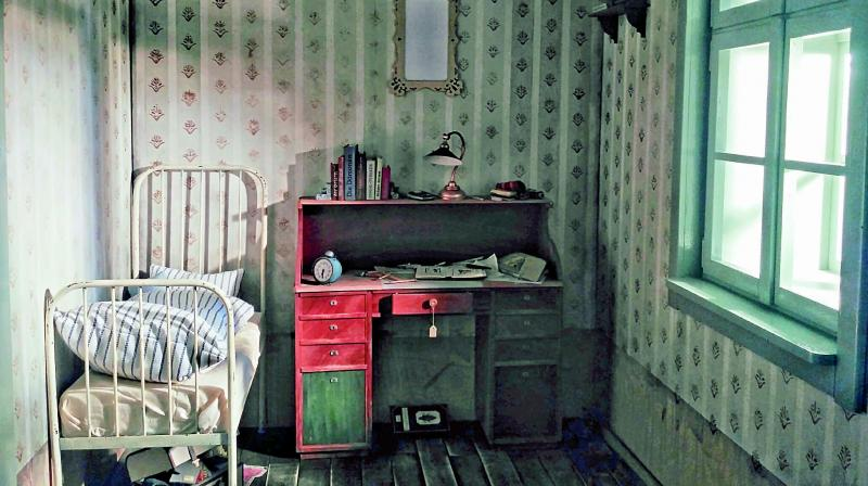 A screengrab of Gregor Samsa's room from Mika Johnson's VRWandlung