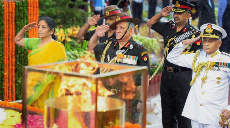 Defence Minister Nirmala Sitharaman, along with Army chief General Bipin Rawat and Navy chief Admiral Sunil Lanba, pays tribute at Amar Jawan Jyoti on Kargil Vijay Diwas, in New Delhi. (Photo: PTI)