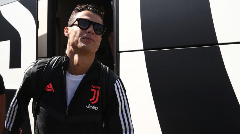 """As Ronaldo appears in the lobby of the hotel, Kwak shouts in English, """"Why didn't you play in Korea?"""" only to be ignored. (Photo: AFP)"""