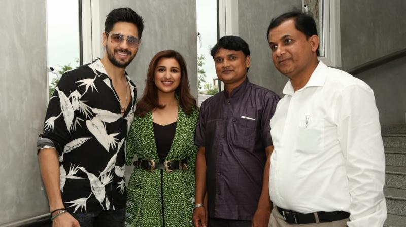 Sidharth Malhotra and Parineeti Chopra with real-life kidnapped grooms.