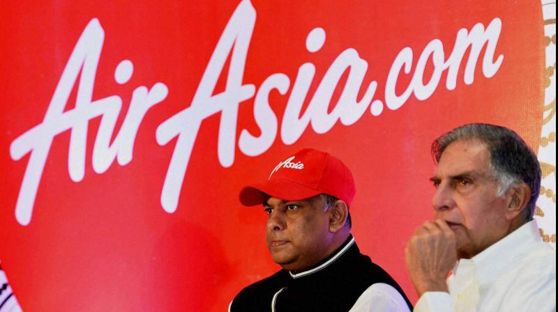 Ratan Tata, Chairman Emeritus of The Tata Group (R) and Air Asia Group CEO Tony Fenandes. Tata Sons is in talks to buy out AirAsia Group Bhd's stake in their airline joint venture in India. (AFP Photo)