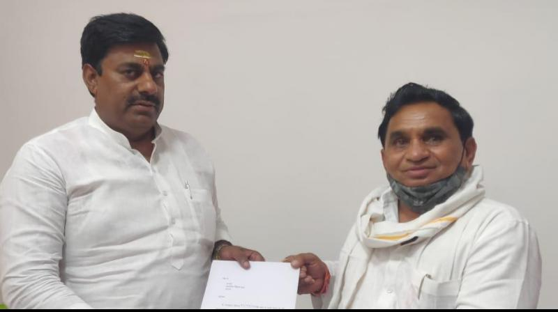 Protem Speaker Rameshwar Sharma accepts Narayan Patel's resignation. (ANI Photo)
