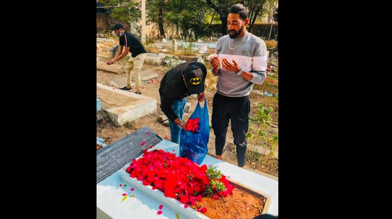 Bowler Mohammed Siraj offering flowers at his late father Mohammed Ghouse's grave in Hyderabad (Image: PTI)