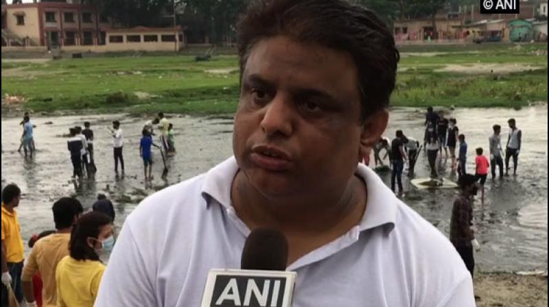 Arunangsu Sharma, organiser of Mahananda Bachao Abhiyan said, 'It is very unfortunate to see water bodies getting contaminated day-by-day.' (Photo: ANI)