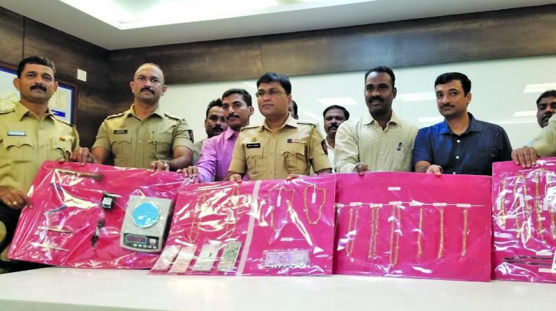 Cops with gold seized from the accused.