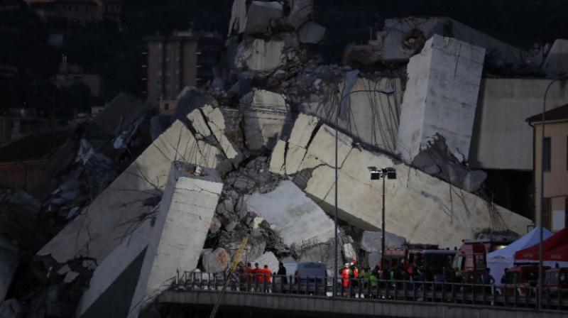 Rescuers scour through the wreckage overnight after a vast span of the Morandi bridge collapsed during a heavy rainstorm in Genoa. (Photo: AFP)
