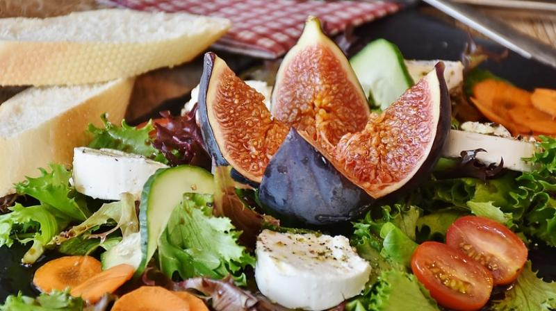 Experts say that eating salad once a day can have a number of health benefits  (Photo: Pixabay)