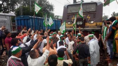 300 trains hit; farmers warn of intensified protest