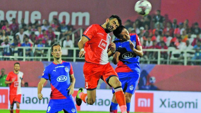 Bengaluru FC captain Sunil Chhetri (right) in action against FC Goa in their Indian Super League final in Mumbai on Sunday.(Photo: Biplab Banerjee)