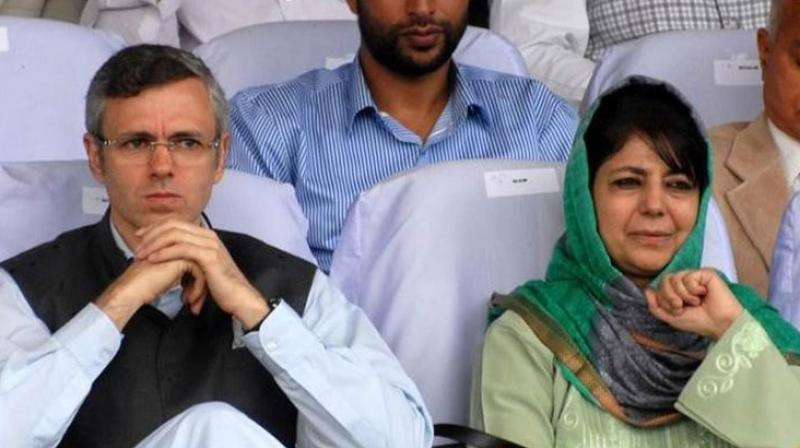 Former chief ministers of Jammu and Kashmir Mehbooba Mufti (R) and Omar Abdullah (L) on Tuesday praised Governor Satya Pal Malik for stopping BJP and its 'proxies' from forming government in the state. (Photo: PTI)