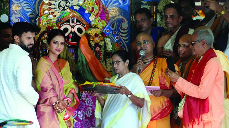 Chief minister Mamata Banerjee along with actor-turned-Trinamul Congress MP Nusrat Jahan offering prayer in front of Lord Jaggannath at ISKCON on Thursday. (Photo: Abhijit Mukherjee)