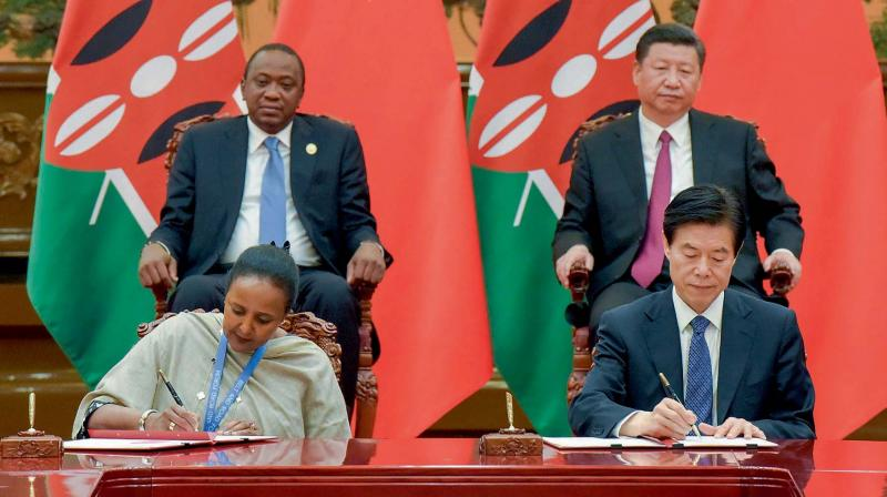 Kenyan President Uhuru Kenyatta, top left, and Chinese President Xi Jinping, top right, attend a signing ceremony following their bilateral meeting held on the sidelines of the Belt and Road Forum for International Cooperation at the Great Hall of the People in Beijing on May 15, 2017. (Photo: AP)