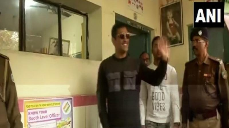 Ace India wicket-keeper batsman MS Dhoni cast his vote at a polling station here on Thursday. (Photo: ANI)