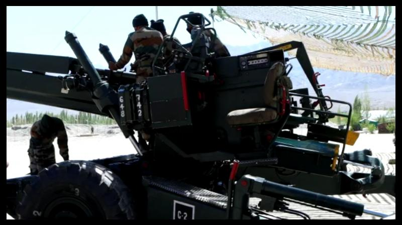 Indian Army personnel get Bofors guns ready for operations in Ladakh.