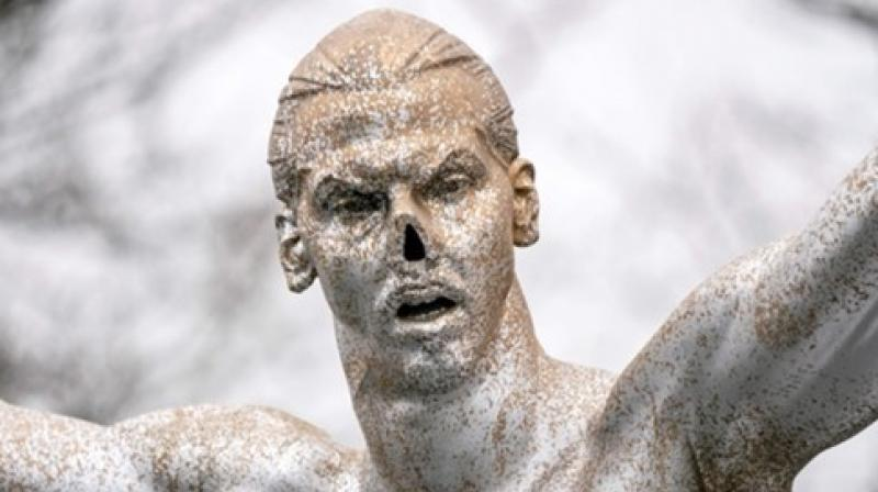 A statue of Swedish player Zlatan Ibrahimovic has been vandalised and the fans have apparently chopped off the nose from the sculpture in the footballer's hometown of Malmo. (Photo:TWitter)