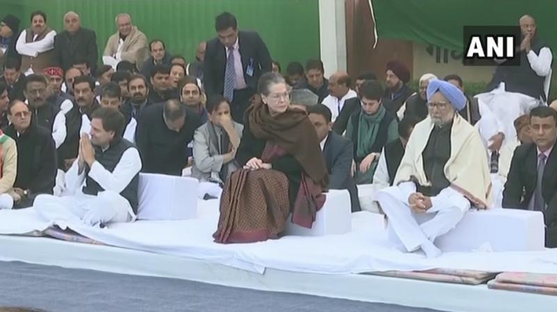 Top Congress leaders, including former prime minister Manmohan Singh, former party chief Rahul Gandhi and general secretary Priyanka Gandhi Vadra, participated in the 'Satyagraha'. (Photo: ANI)