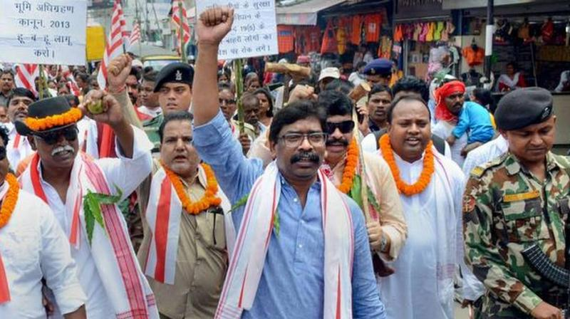 The former Jharkhand Chief Minister's sharp attack comes days after Prime Minister Narendra Modi and BJP president Amit Shah referred to Article 370 while listing the achievements of the NDA 2.0 government in their public addresses in the poll-bound State. (Photo: PTI)