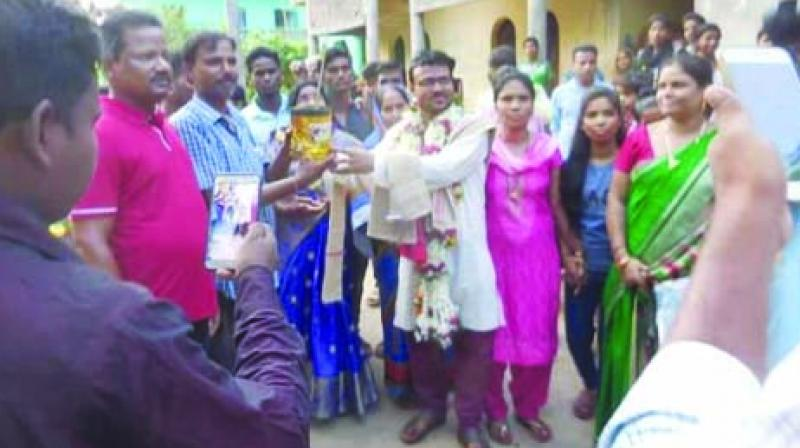 Grrom Saroj Biswal accepts tree saplings as percious gifts from his in-laws