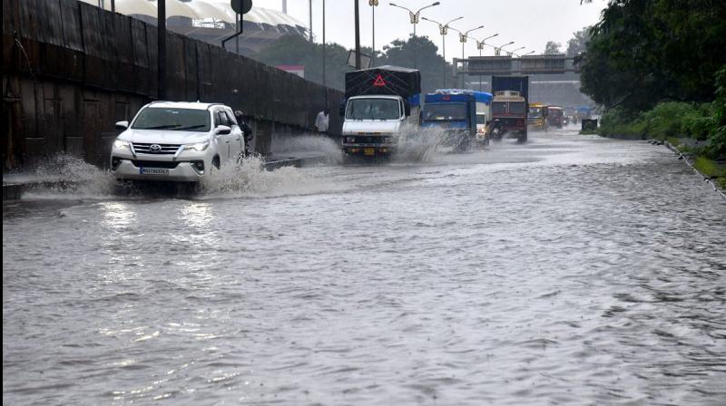 Heavy rains lash Mumbai city. (PTI Photo)
