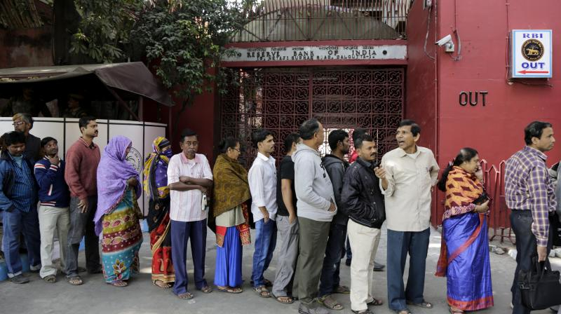 Indians stand in queue in front of Reserve Bank of India to exchange banned currency notes in Kolkata, India. (Photo: AP)