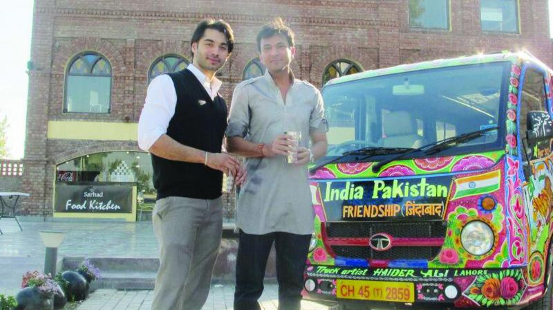 Aman Jaspal with masterchef Vikas Khanna in front of his mini-truck