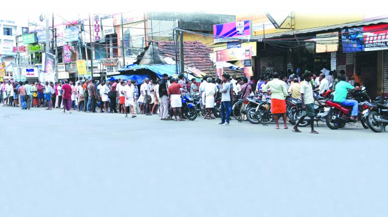 Tipplers form a long queue in front of a beverage outlet in Kochi, Kerala. (Photo: Asian Age)