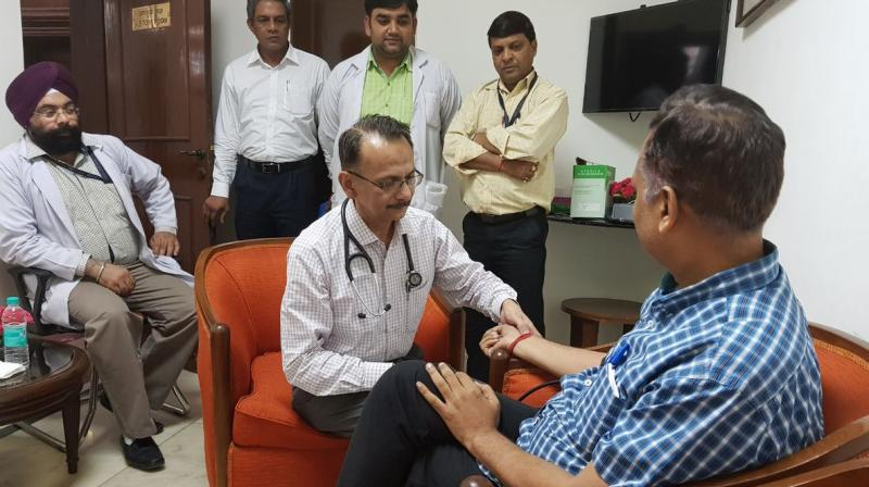 Doctors doing normal Health Check up of SatyendarJain at LG House as he is on Anshan since Tuesday morning.  (Photo: Twitter | @ArvindKejriwal )