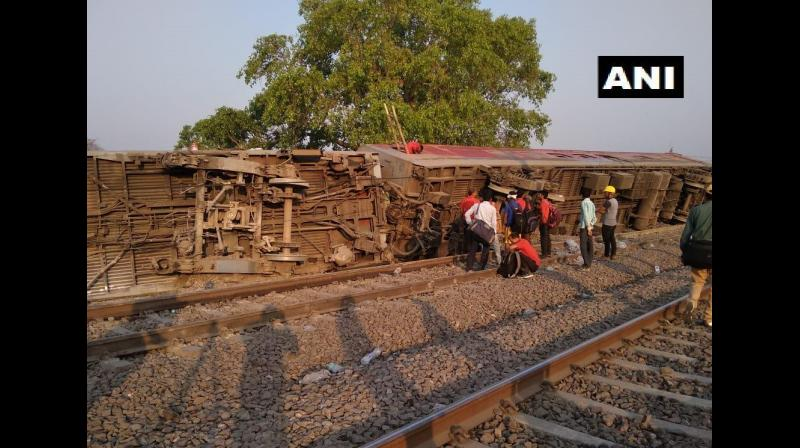 Twelve coaches of the Howrah-New Delhi Poorva Express derailed near Kanpur in Uttar Pradesh early on Saturday, injuring at least 14 people, railway officials said. (Photo: Twitter/ANI)