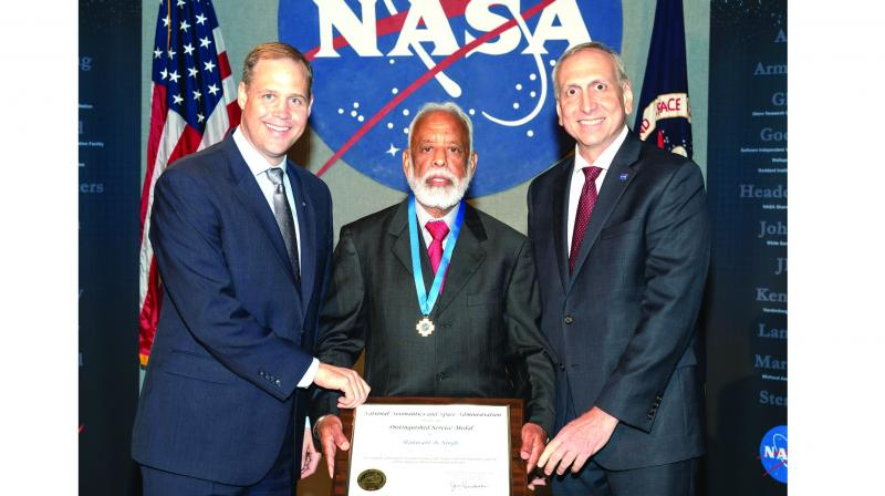 Dr Hanwant B. Singh receiving the NASA Medal of Honour