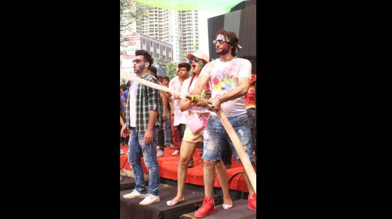 The Holi bash witnessed the who's-who of the Bollywood industry and the traffic came to a halt near the super success of this first of its kind Holi bash – HIGH TIDE HOLI 2020 which is presented by Kappil Jhaverri and hosted by Rohit Gida.