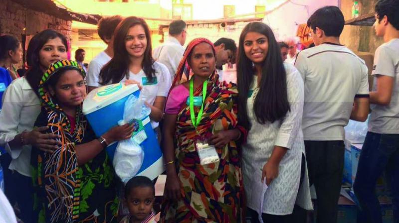 Manya Kalra with Sana Kharbanda.