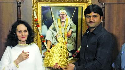 Italian donates Rs 29 lakh crown to Sai Baba
