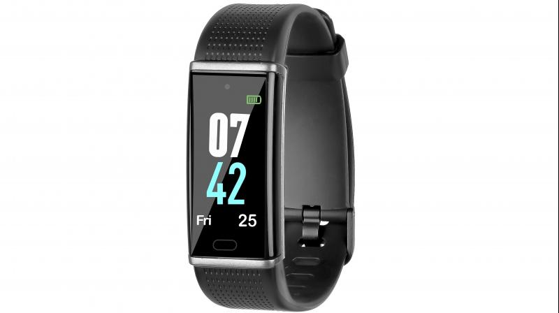 The compact screen can display all the essential fitness information, clearly, whenever you need it, with just a flick of the wrist.