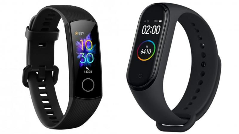 The Honor Band 5 and the Mi Band 4 are almost similar sized fitness trackers. However the Mi Band 4 follows the pill-shaped design, while the Honor Band 5 looks more rectangular.