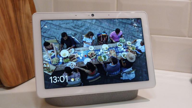 With Google Nest Hub, smart home users can make voice-controlled search, ask for directions, watch YouTube, get news, listen to music, view photos, and more. (Photo: Tech Radar)