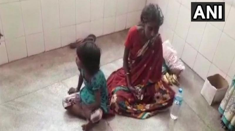 6 Yr Old Girl In Karnataka Forced To Beg To Look After Ailing Mother