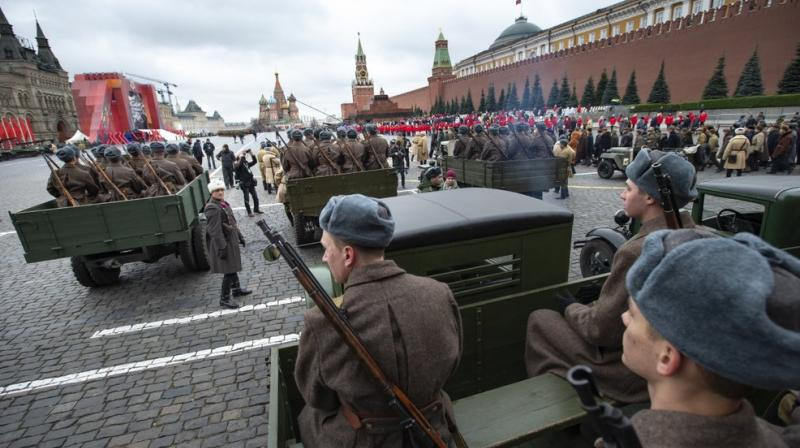 Thursday's re-enactment featured about 4,000 troops, vintage T-34 tanks and other vehicles. (Photo: AP)