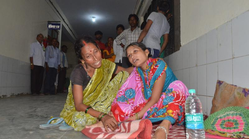 Family members and relatives mourn outside the BRD Hospital in Gorakhpur where at least 30 children died since the past two days, allegedly due to oxygen supply cut on Friday. (Photo: PTI)