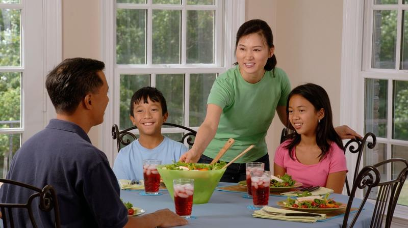 Researchers found more often teens and young adults had dinner with parents, their overall diets included more fruits and vegetables and less fast food, sugary beverages. (Photo: Pixabay)