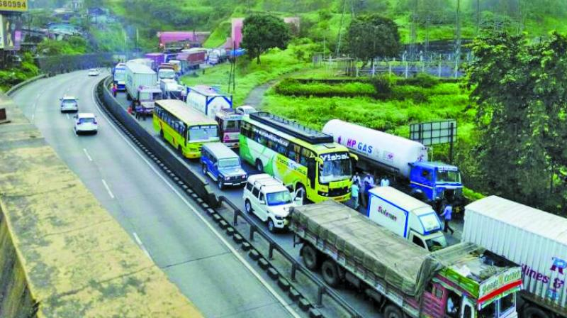 Earlier, this year, a report by a single member committee of scientist had stated that overload and climate change are damaging the Mumbai-Pune Expressway.