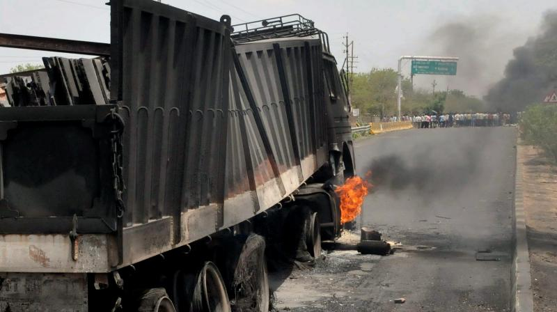 Farmers torched trucks at Mhow-Neemuch Highway in Mandsaur district of Madhya Pradesh on Wednesday. (Photo: File/PTI)