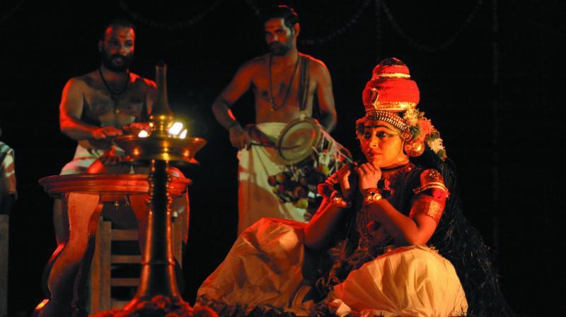 Kapila Venu performing koodiyattam.