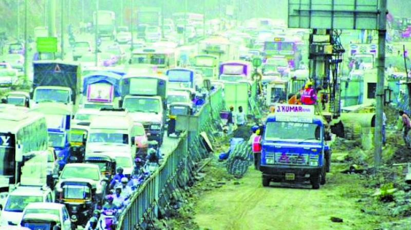 The LBS Marg will have nine meters wide barricading. The traffic will be diverted towards Express Eastern Highway.