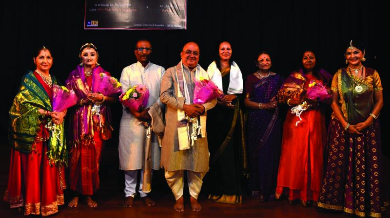 """Art Speaks"" began with lamp lighting by Manipuri exponent guru Padmashree Darshana Jhaveri, Doordarshan assistant director Shailesh Shrivastav, social-cultural activist Prakash Paddikal, advocate poet Chitra Desai and Bharatanatyam exponent Deepak Majumdar."